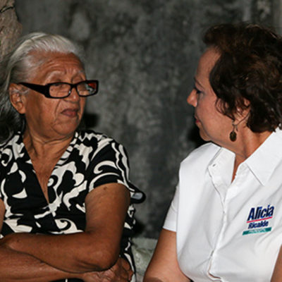 Se compromete Alicia Ricalde a reactivar apoyos para adultos mayores en Isla Mujeres