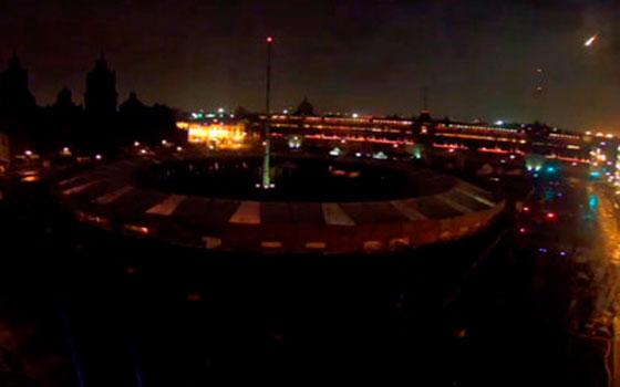 Causa sensación meteorito que iluminó el cielo del Centro de México esta madrugada