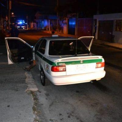 INSEGURIDAD EN CANCÚN: Dos mujeres intentan asaltar a taxista, lo apuñalan y provocan accidente