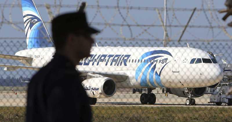 DESAPARECE SOBRE EL MEDITERRÁNEO: Avión de aerolínea egipcia que volaba de París a El Cairo con 66 personas se habría estrellado en el mar