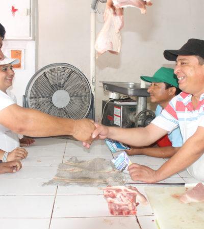 Recorre Luis Torres la avenida Maxuxac para llamar a comerciantes a volcarse por el cambio posible en Chetumal