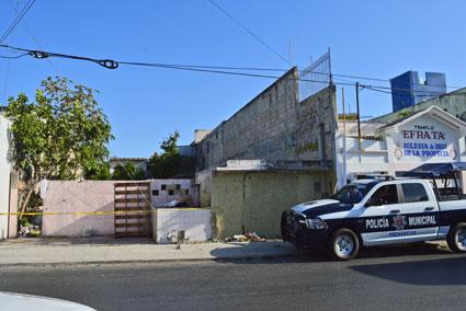 Con fuertes golpes en la cabeza, hallan a un hombre asesinado en un predio baldío de la SM 67 de Cancún