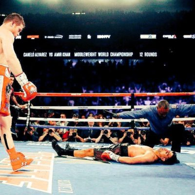Un sólo golpe necesitó 'El Canelo' Álvarez para mandar a la lona al inglés Amir Khan
