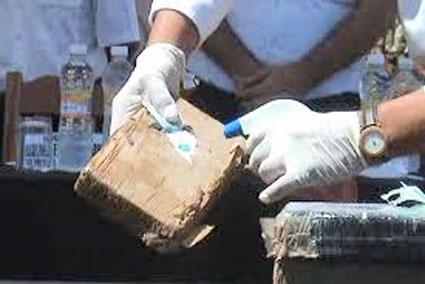 NO PASARON LOS RAYOS X: Detienen a colombianos con 10 kilos de cocaína en el aeropuerto de Cancún
