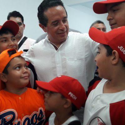 Para los jóvenes el cambio y las oportunidades que se merecen, dice Carlos Joaquín