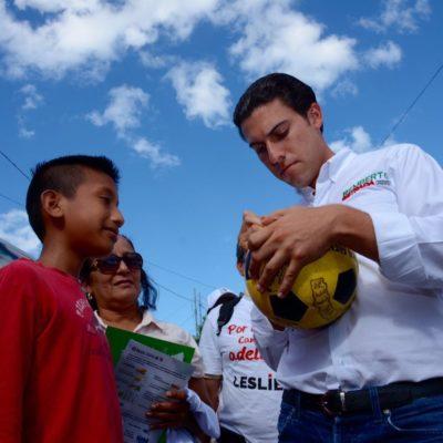 Ofrece Remberto Estrada becas a jóvenes promesas del deporte para que no abandonen sus estudios