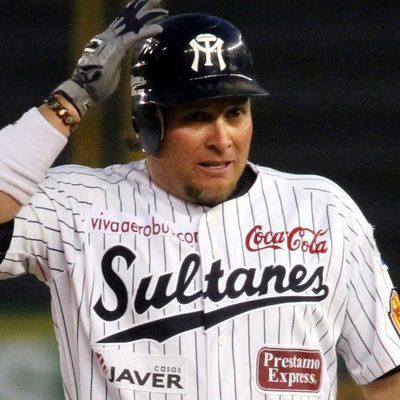Para robarlo, dan golpiza al beisbolita Karim García en Saltillo; está en el hospital