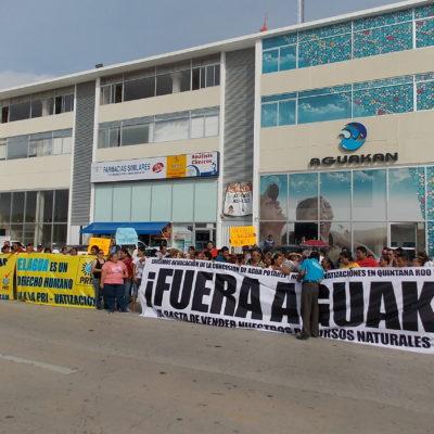 CLAUSURAN AGUAKÁN EN PLAYA: EL agua no puede estar en manos particulares, dice Cristina Torres