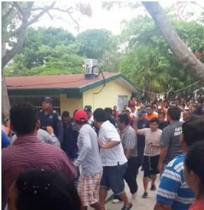 Acusan a hombre de tratar de 'embarazar' casilla en Puerto Morelos; policías lo rescatan y lo dejan ir