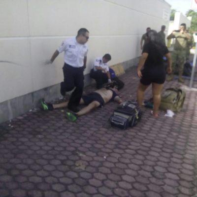 Muere motociclista al estrellarse contra una barda en la Zona Hotelera de Cancún