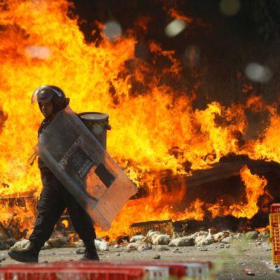 AUMENTAN LOS MUERTOS EN NOCHIXTLÁN: Confirman 8 decesos y un centenar de policías heridos tras el violento desalojo en Oaxaca; ninguno era maestro, dicen
