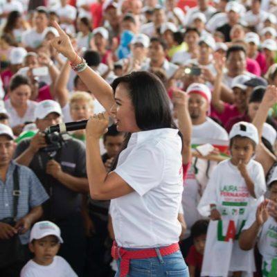 Con una caminata y mitín, cierra campaña Laura Fernández en Puerto Morelos