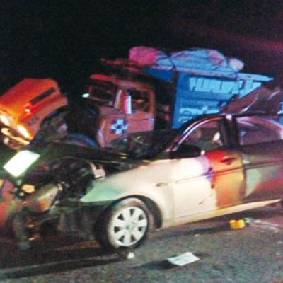 TRAGEDIA EN CARRETERA DEL SUR DE QR: Mueren 4 niños y una mujer adulta al chocar por alcance un auto contra volquete en Bacalar; dos más, heridos