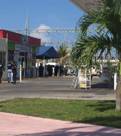 EJECUTAN A 2 HOMBRES EN LA ENTRADA A LA ZONA HOTELERA DE CANCÚN: Atacan a balazos camioneta de lujo en gasolinera de la Av. Bonampak en Cancún