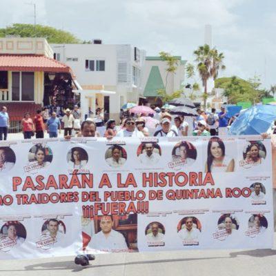 """""""PASARÁN A LA HISTORIA COMO TRAIDORES"""": Marchan en Chetumal y Bacalar para repudiar a diputados por 'Ley Borge' y pedir cárcel para el Gobernador"""