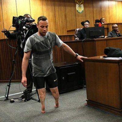 Pistorius camina sin prótesis y apela a la compasión en juicio por asesinato
