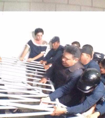 COZUMEL LE DA LA ESPALDA A BORGE Y A FREDY: Cabildo dominado por el PRI vota contra blindaje al Gobernador; policías lanzan lacrimógenos a ciudadanos