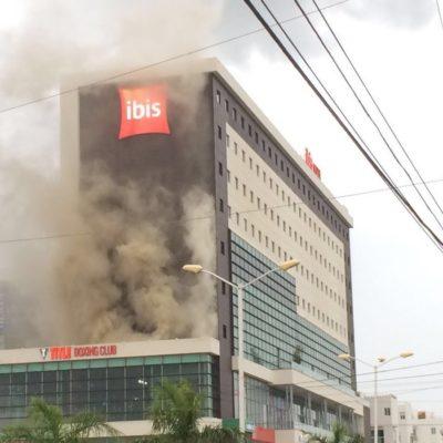 EL INCENDIO QUE NO FUE: Alarma por humo en restaurante junto al hotel Ibis de Cancún; desalojan a turistas