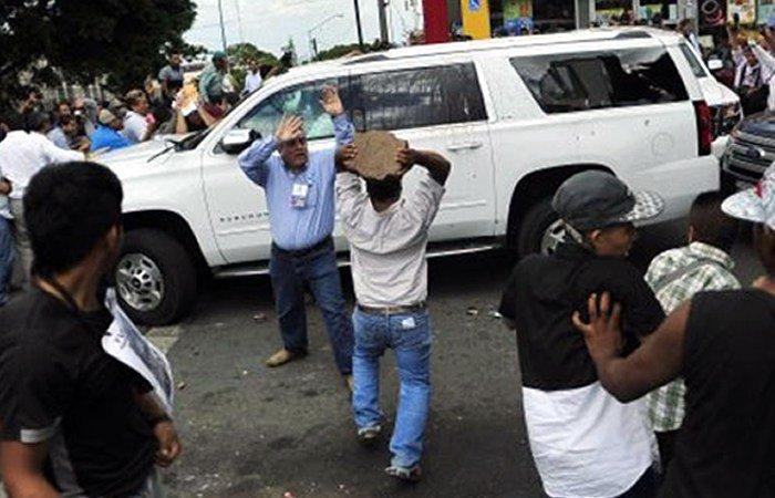 La gresión en Veracruz a la camioneta con líderes nacionales del PAN y el gobernador electo de Veracruz.