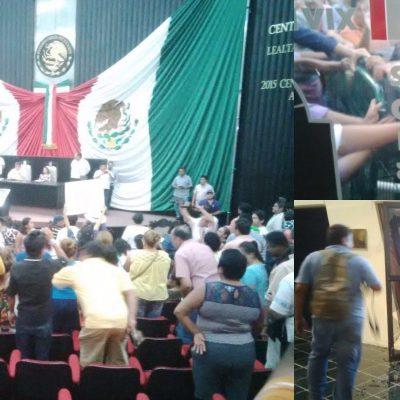 IRRUMPEN MANIFESTANTES EN EL CONGRESO: Rompen puertas del recinto legislativo y se cuelan hasta salón de sesiones para protestar contra 'albazo' priista