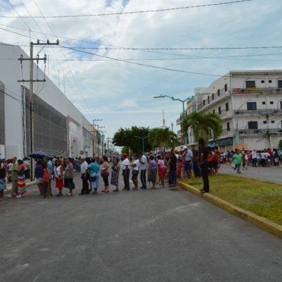 GALERÍA | VOTOS Y DESPENSAS EN CHETUMAL: Acuden miles por incentivo prometido por dueño del hotel 'Los Cocos' en Chetumal por acudir a sufragar
