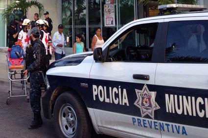INSEGURIDAD EN CANCÚN: Asaltan a un hombre en plaza Hollywood y se llevan maletín con $350 mil