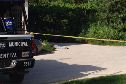 Hallan muerto a un sexagenario con una lesión en la cabeza en la zona continental de Isla Mujeres