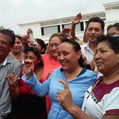 """""""HAY QUE EMPODERAR AL CIUDADANO"""": Celebra Cristina Torres su triunfo frente al Palacio Municipal en Playa"""