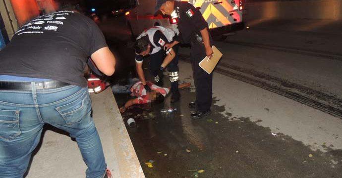 INSEGURIDAD EN CANCÚN: Con varias puñaladas en el pecho, hallan muerto a un hombre en plena calle por la Ruta 4