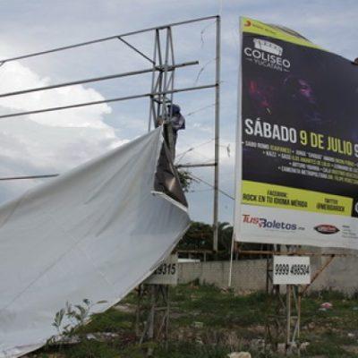 Por peligrosos, retiran anuncios espectaculares en Mérida