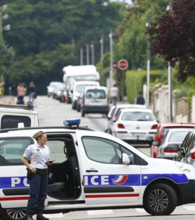 SIGUE EL TERROR EN FRANCIA: 'Soldados' del Estado Islámico toman rehenes y degüellan a sacerdote en Normandía
