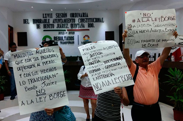 Protestan en Cabildo de BJ contra el blindaje aprobado por el Congreso a Borge