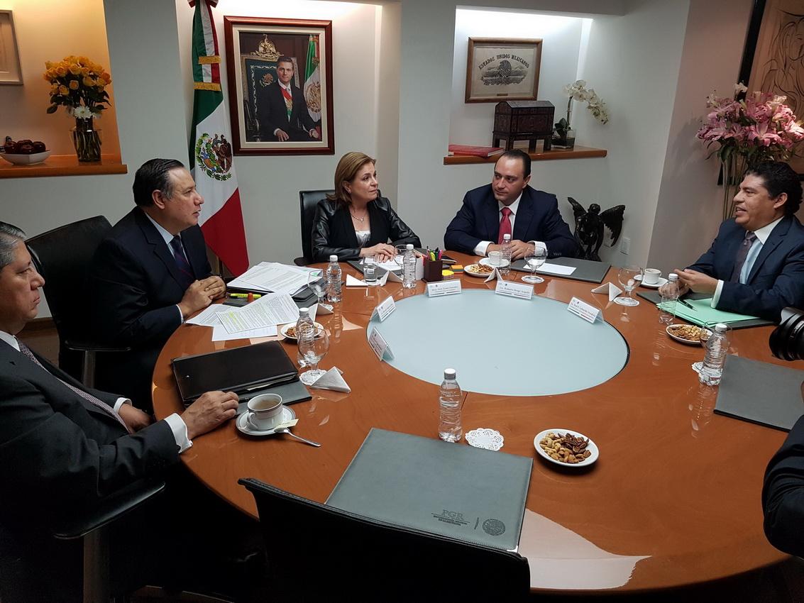 En la reunión entre la procuradora Arely y el Gobernador Borge estuvo presente consejero jurídico del gobierno del Estado, Raúl Labastida Mendoza, y el subprocurador Sandoval.