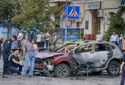 Con coche-bomba, matan a conocido periodista en Ucrania