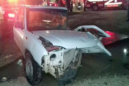 Un herido grave deja aparatoso choque por calle cerrada en el centro de Chetumal