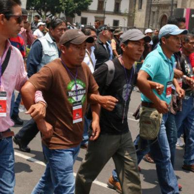Bloquean maestros de la CNTE tiendas transnacionales en Chiapas