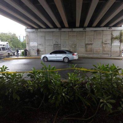 EJECUTADO EN PUERTO MORELOS: Hallan muerto a balazos a un hombre debajo del puente que está en la entrada del destino turístico
