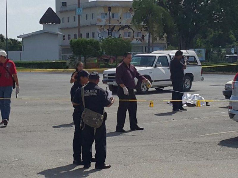VIOLENTO ASALTO EN CENTRO MAYA: Un muerto y un herido durante ataque de comando armado en estacionamiento; hay detenidos