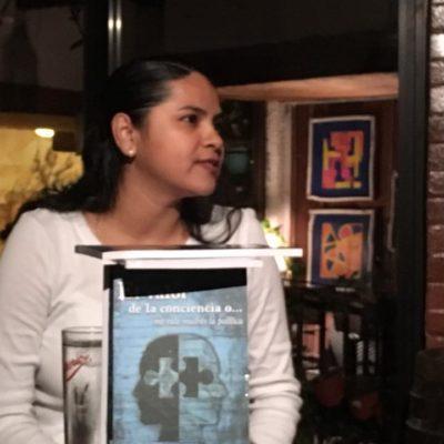 """""""ME VALE MADRES LA POLÍTICA"""": Presentan libro 'El Valor de la Conciencia…' de Karla Olivia Almeida"""