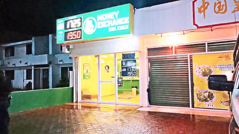INSEGURIDAD EN PLAYA: Mediante 'boquetazo', tratan de robar casa de cambio; sonó la alarma