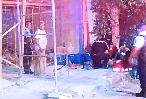 Cae albañil de un segundo piso en Playa del Carmen y la libra