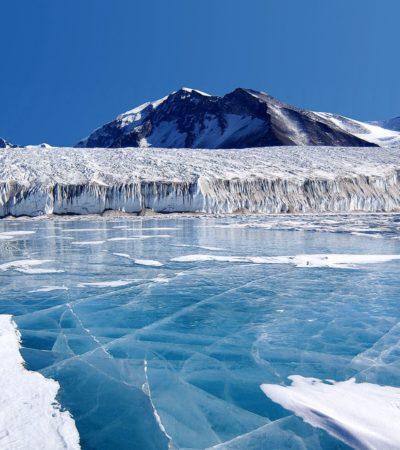 ALARMA EN LA ANTÁRTIDA: Preocupa a científicos formación de lagos azules que podría agravar deshielo de glaciares