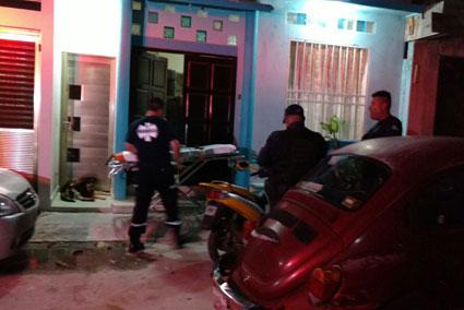 INSEGURIDAD EN PLAYA: Apuñalan por la espalda a un hombre afuera de su casa en fraccionamiento Mundo Hábitat