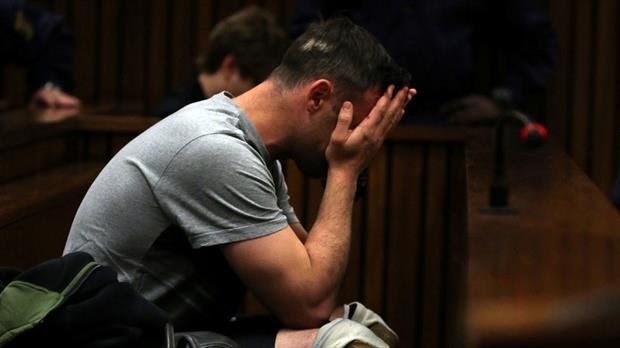 Atleta Oscar Pistorius intenta suicidarse en su celda