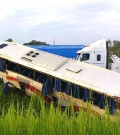 SE ACCIDENTA AUTOBÚS CON TRABAJADORES PETROLEROS: Saldo de 4 muertos y 22 heridos en carretera de Tabasco