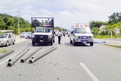 Muere hombre atropellado al intentar cruzar la carretera en Puerto Morelos