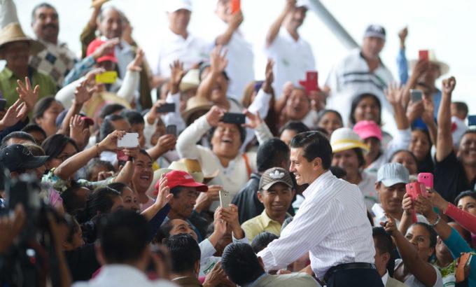 """Fustiga Peña Nieto a quienes pretenden """"inundar con malas noticias"""""""