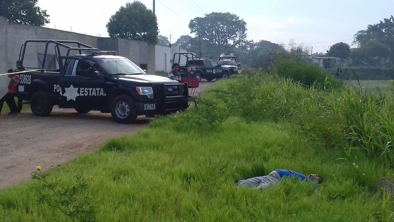 TERCER EJECUTADO EN 48 HORAS: Abandonan auto con cadáver en transitada avenida y matan a otro de un balazo en Villahermosa