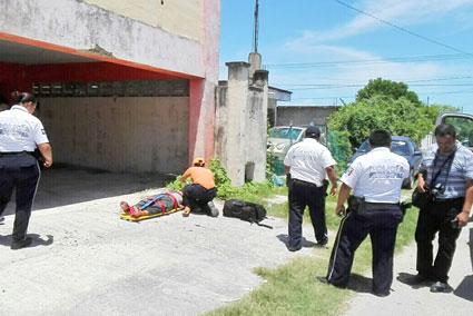 Se arroja indigente de un tercer piso y vive para contarlo en Chetumal
