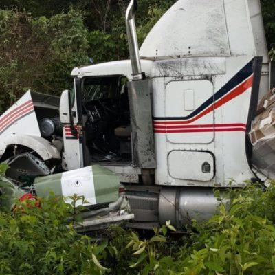 MORTAL CHOQUE EN LA ZONA MAYA: Auto invade carril contrario y se estrella contra tráiler en carretera de FCP